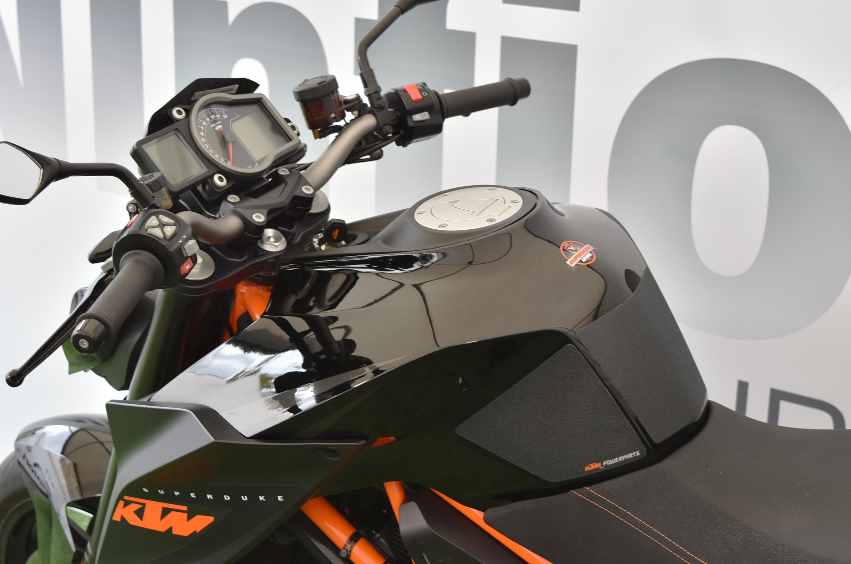 KTM 1290 SUPERDUKE R – 2016