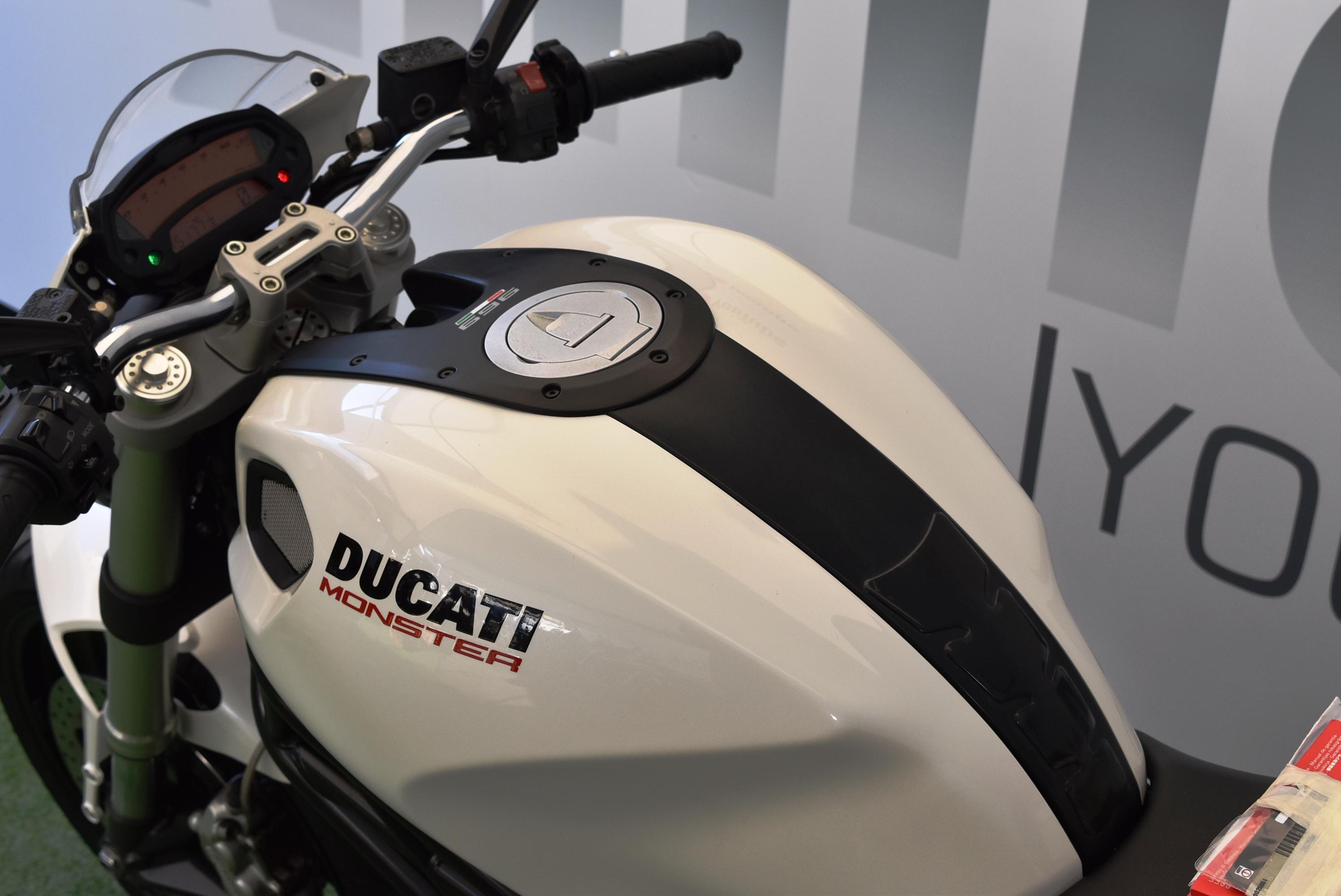 DUCATI MOSNTER 696+ – 2010 PATENTE A2