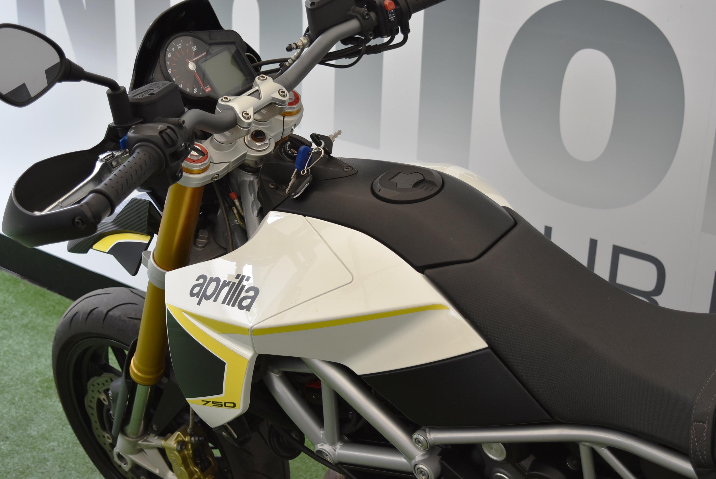 APRILIA DORSODURO 750 – 2016 PATENTE A2